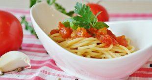 איך מכינים פסטה ברוטב עגבניות?