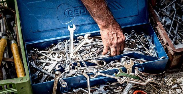 סידור כלי עבודה בארגז כלים
