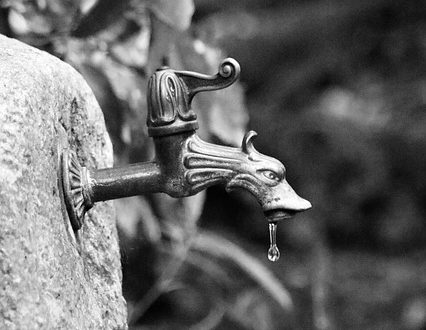איך מאתרים נזילת מים בבית