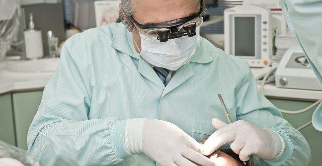 איך בוחרים מרפאת מומחים להשתלת שיניים